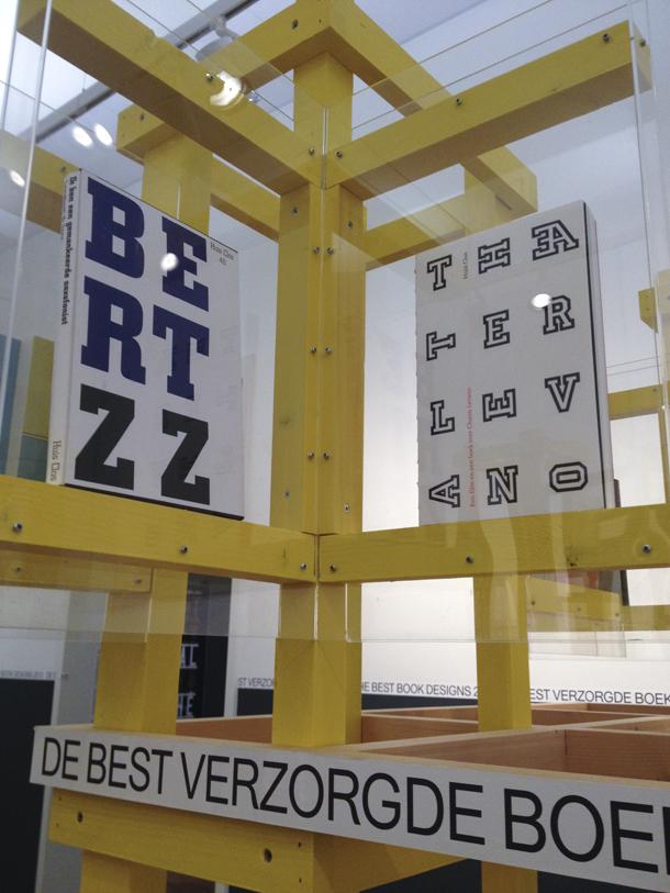 Expositie Best Verzorgde Boeken 2013 Stedelijk Amsterdam (foto Maud van Rossum)